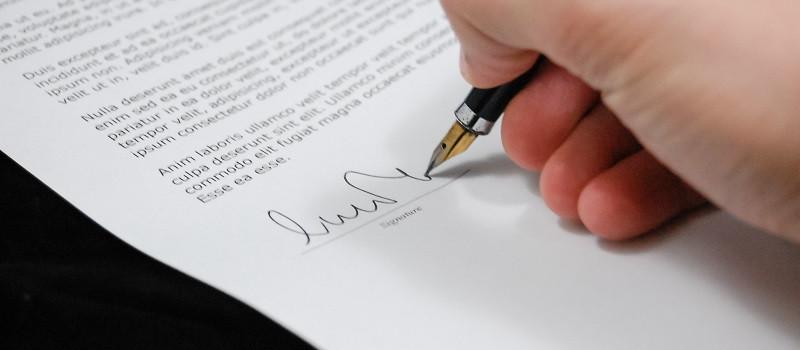 Main signe papier